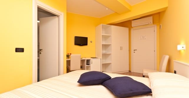 doppelzimmer hotel flanona plomin. Black Bedroom Furniture Sets. Home Design Ideas